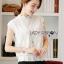 Lady Ribbon Online เสื้อผ้าออนไลน์ขายส่ง lady ribbon เสื้อผ้าLR11150816 &#x1F380 Lady Ribbon's Made &#x1F380 Lady Alice High-Neck Scallop White Lace Top เสื้อลูกไม้สีขาวทรงคอสูง thumbnail 4