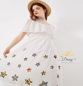 เสื้อผ้าสีขาวแฟชั่นลายดาว