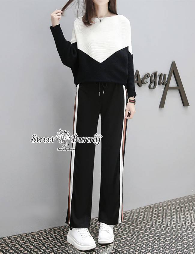 ชุดเซ็ทวอล์มไหมพรมเกาหลี เสื้อผ้าไหมเนื้อนุ่มใส่เย็นสบายสีทูโทน กางเกงผ้ายืดเนื้อนุ่มมีน้ำหนัก เอวยางขากระบอก ด้านข้างแถบสีขาวน้ำตาล ผ่าข้างเล็กน้อย ชุดนี้สวยเก๋น่ารักใส่ง่ายดูดีมากๆ คร่า