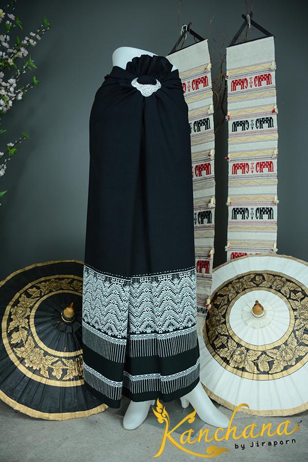 ผ้าตีนจกหน้ากว้างต่อซิ่นผ้าพื้นสีดำ