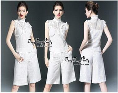 เสื้อเขนกุดลุคก์เกาหลีสีขาว
