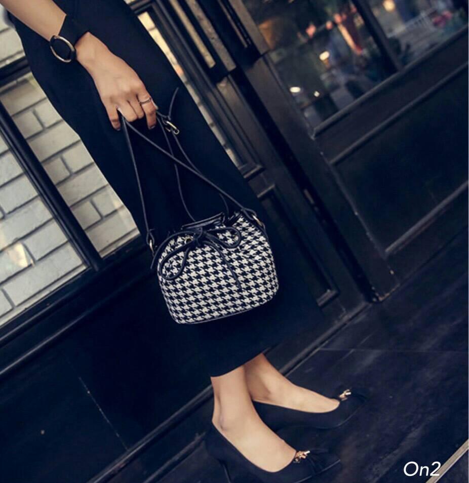*กระเป๋าสะพายKorea fashion ทรงขนมจีบลายชิโนริ *