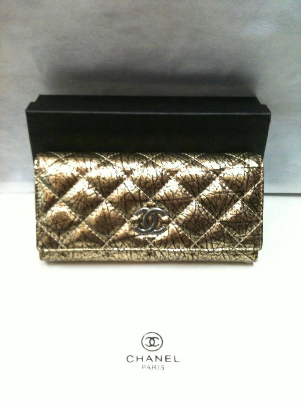 กระเป๋าสตางค์chanel หนังแท้ทั้งใบreal Leather มาพร้อม กล่อง ปั๊มแบรนด์chanel วัสดุหนังแท้real Leather 100%