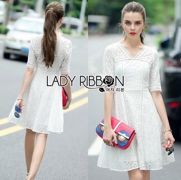 Lady Ribbon Online ขายส่งเสื้อผ้าออนไลน์ ขายส่งของแท้พร้อมส่ง Lady Ribbon LR18250716 &#x1F380 Lady Ribbon's Made &#x1F380 Lady Catrina Classic White Laser-Cut and Embroidered Cotton Dress