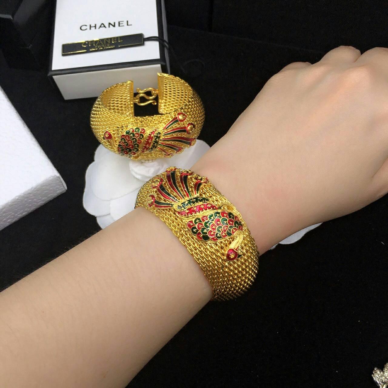Gold Bracelet ลายนกยูงลงยาสวยฝุดๆ ตะขอแข็งแรงอย่างดี ตัวเรือนสีทองชุบ 5 ไมครอน