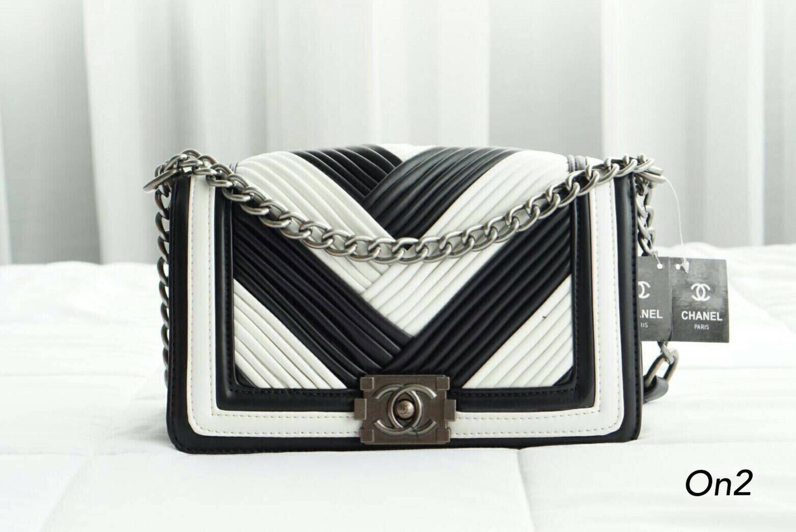 💞*Chanel Boy Channel V Bag*