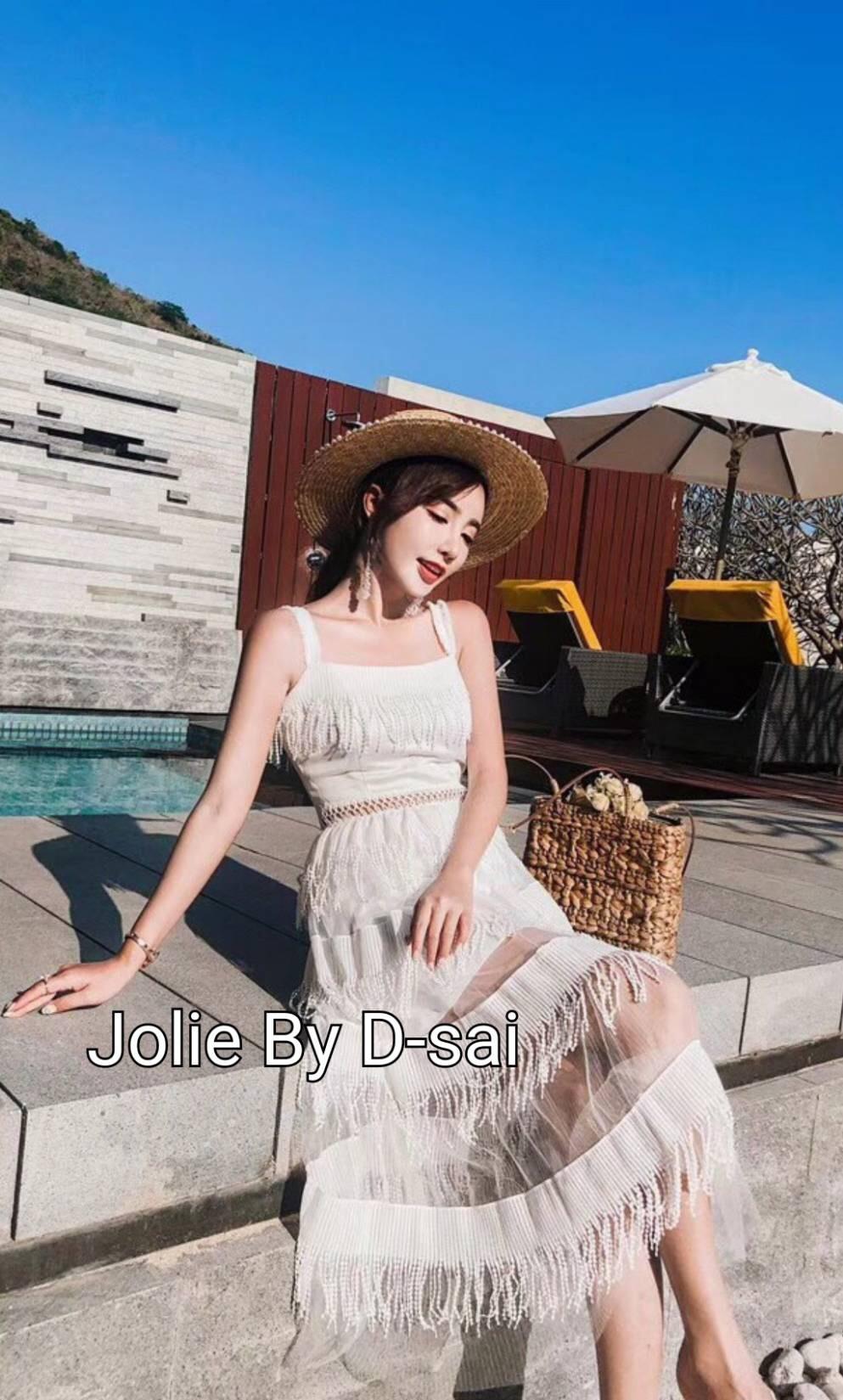 ชุดเดรสแฟชั่น เดรสเกาหลีชุดเดรสโทนสีขาว ออกแบบทรงแขนสายเดี่ยวใหญ่