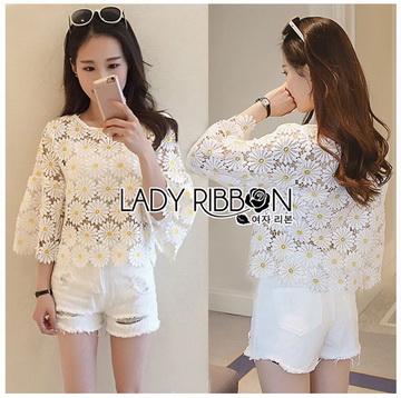 Lady Ribbon ขายส่งเสื้อผ้าออนไลน์พร้อมส่งของแท้ LR08220716 &#x1F380 Lady Ribbon's Made &#x1F380 Lady Stephanie Little Sunshine White and Yellow Floral Cropped Top
