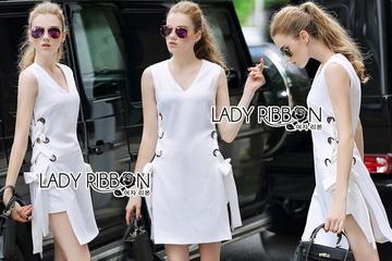 Lady Ribbon ขายส่งเสื้อผ้าออนไลน์พร้อมส่งของแท้ LR04220716 &#x1F380 Lady Ribbon's Made &#x1F380 Lady Lucy Minimal Chic Metal Loop Ribbon White Dress
