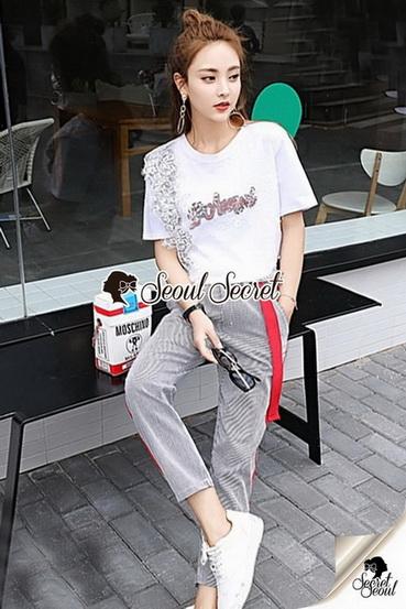 เสื้อขาวกางเกงลายริ้วชุดแฟชั่นลุคสาวเกาหลี
