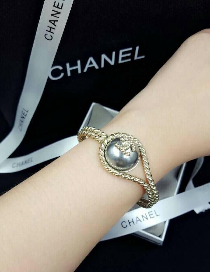 Chanel Bracelet งานซุปเปอร์ไฮเอน สีทองด้านสวยคลาสสิค ตัวเรือนสีทองชุบ 18KGP ไม่ลอกไม่ดำ Made in Korea