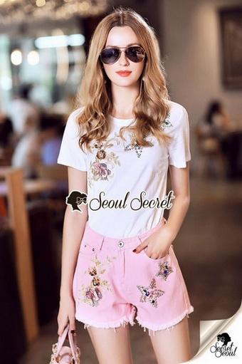 เสื้อสีขาว+ กางเกงสีชมพู
