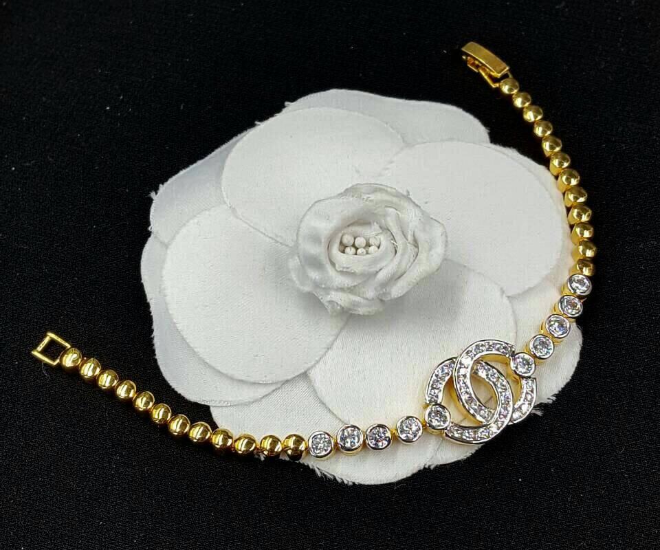 สร้อยข้อมือ Chanel งานทอง 5 ไมครอน เพชรสวิสอย่างดี สีทอง 24K
