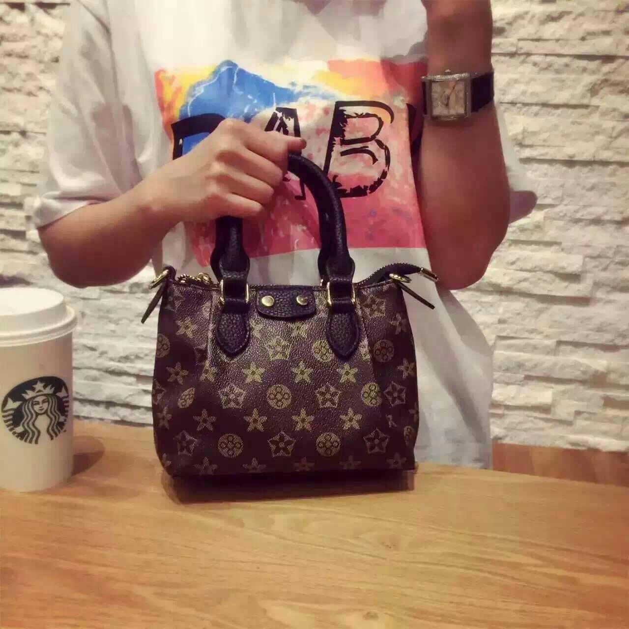 *กระเป๋ามินิทรง LV*