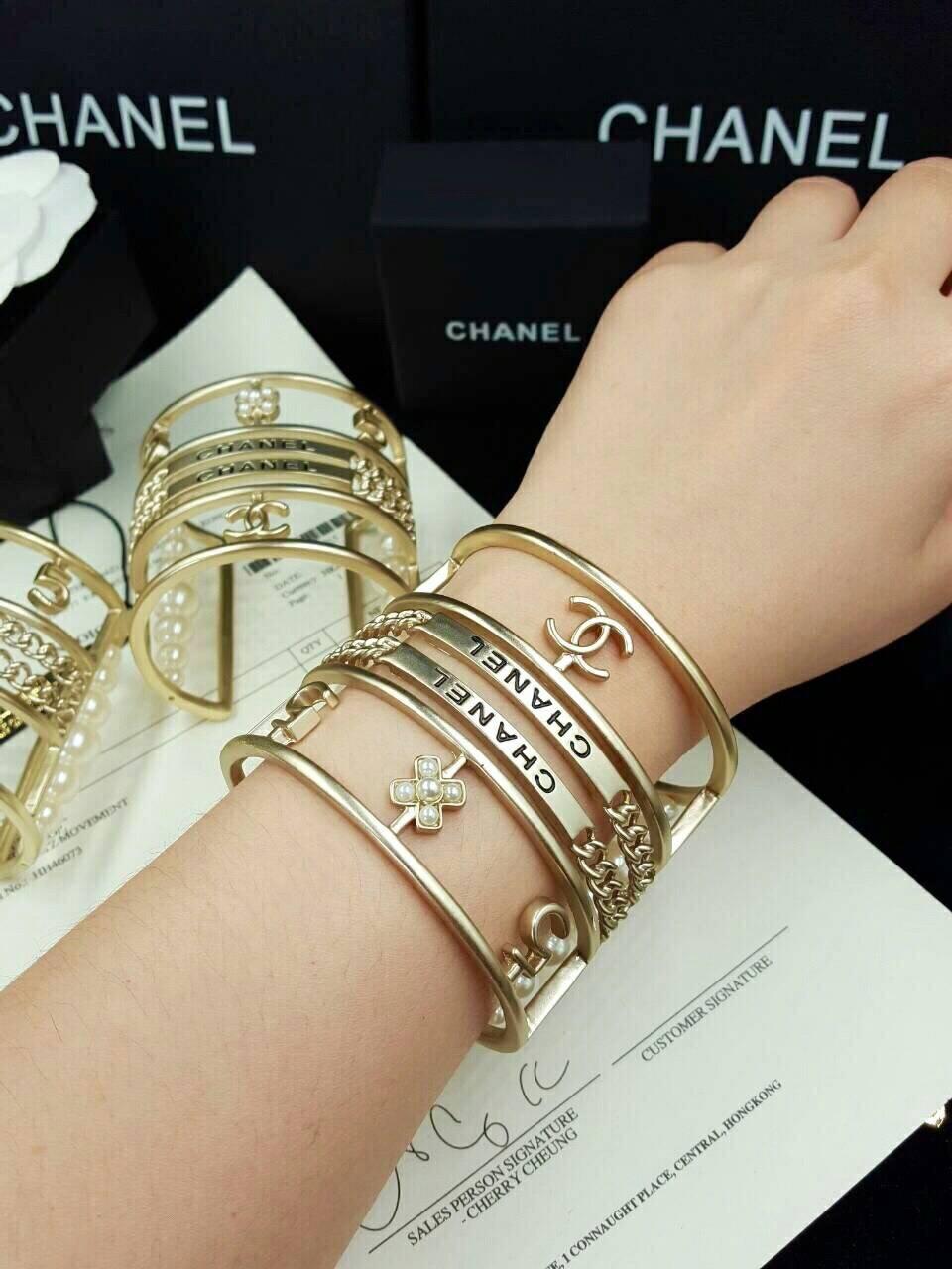 Chanel Bracelet งานซุปเปอร์ไฮเอนคะ สวยเหมือนทุกจุด ตัวเรือนหนาแข็งแรง