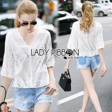 Lady Ribbon Online ขายส่งเสื้อผ้าออนไลน์ ขายส่งของแท้พร้อมส่ง Lady Ribbon LR09250716 &#x1F380 Lady Ribbon's Made &#x1F380 Lady Emily Sweet Scallop Laser-Cut and Embroidered Cotton Top