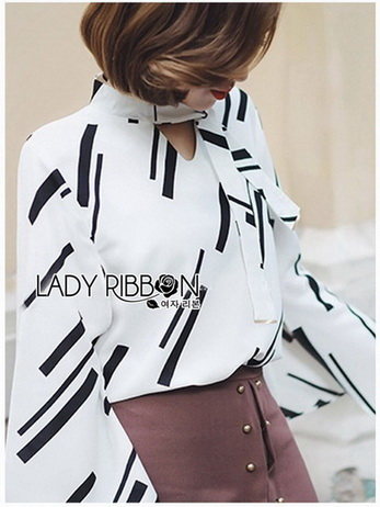 Lady Carlie Graphic Cut-Out Flared-Sleeve Top