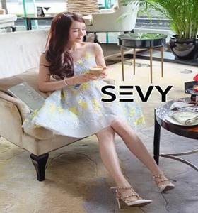 ผ้าโพลี่สีขาวปักลายนูน