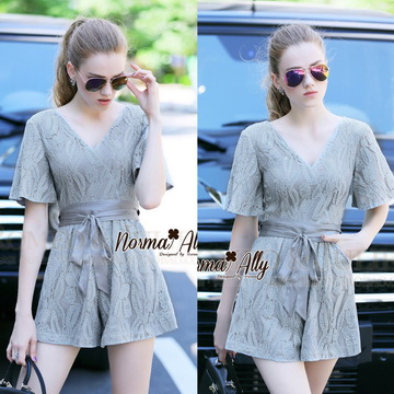 Lady Ribbon Online เสื้อผ้าออนไลน์ ขายส่ง normal ของแท้ NA09140716 &#x1F389Normal Ally Present elegance Lace V-neck with belt summer jumpsuit