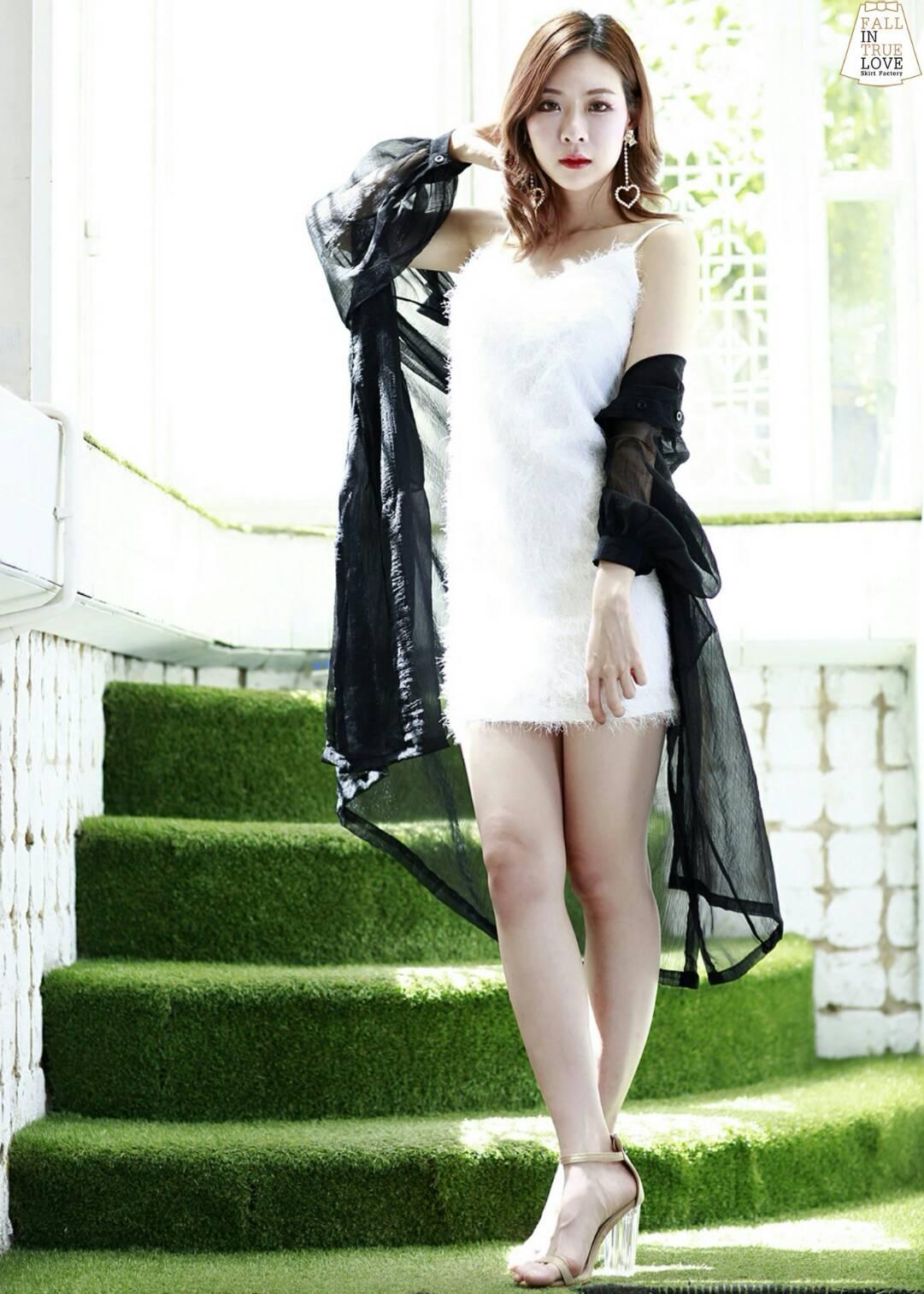 มินิเดรสสายเดี่ยวทรงคอวี ตัดเย็บจากผ้าเกาหลีทอขน การันตีผ้าดีทรงสวย เซ็กซี่ดูแพง