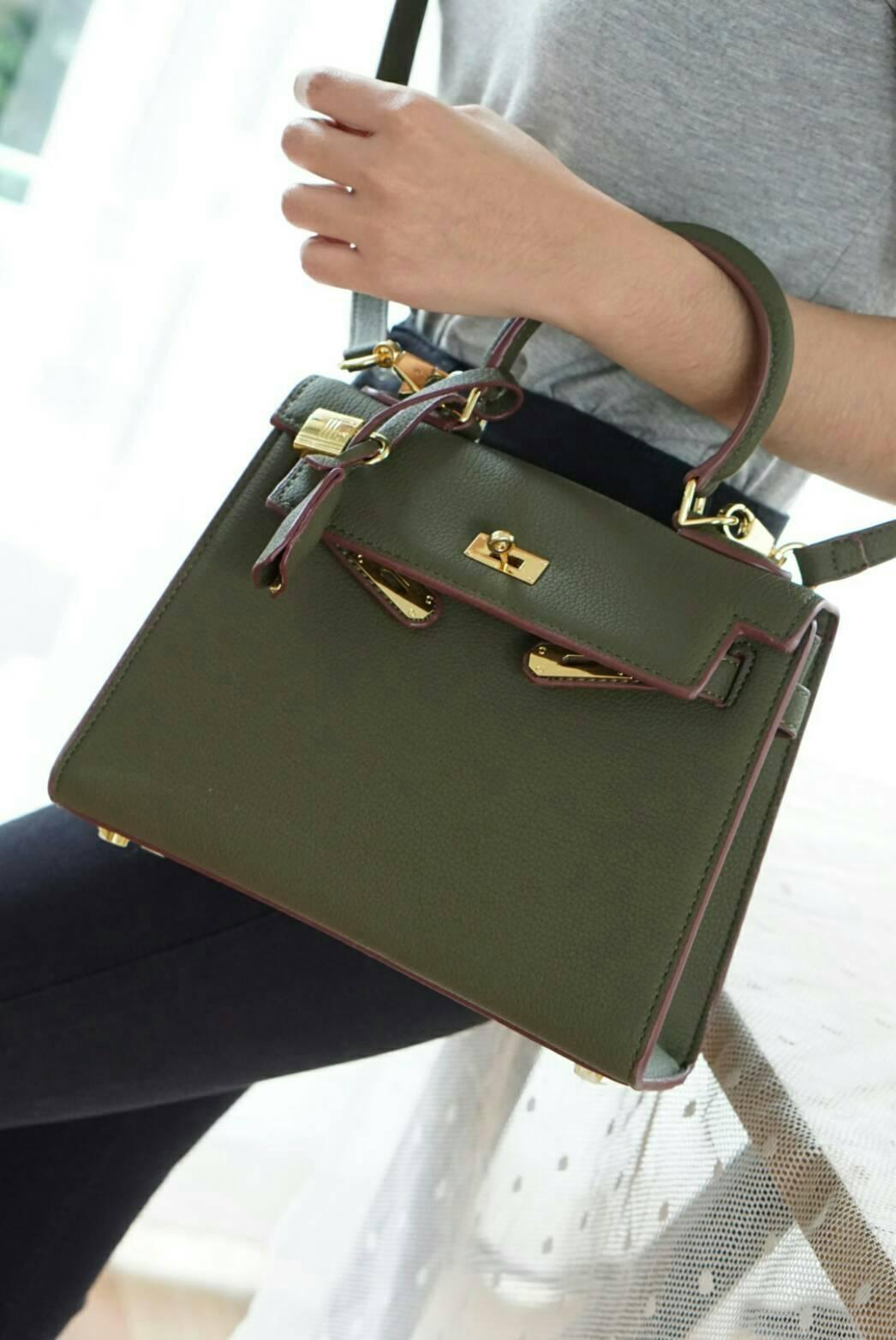 *Hermes Kelly bag*