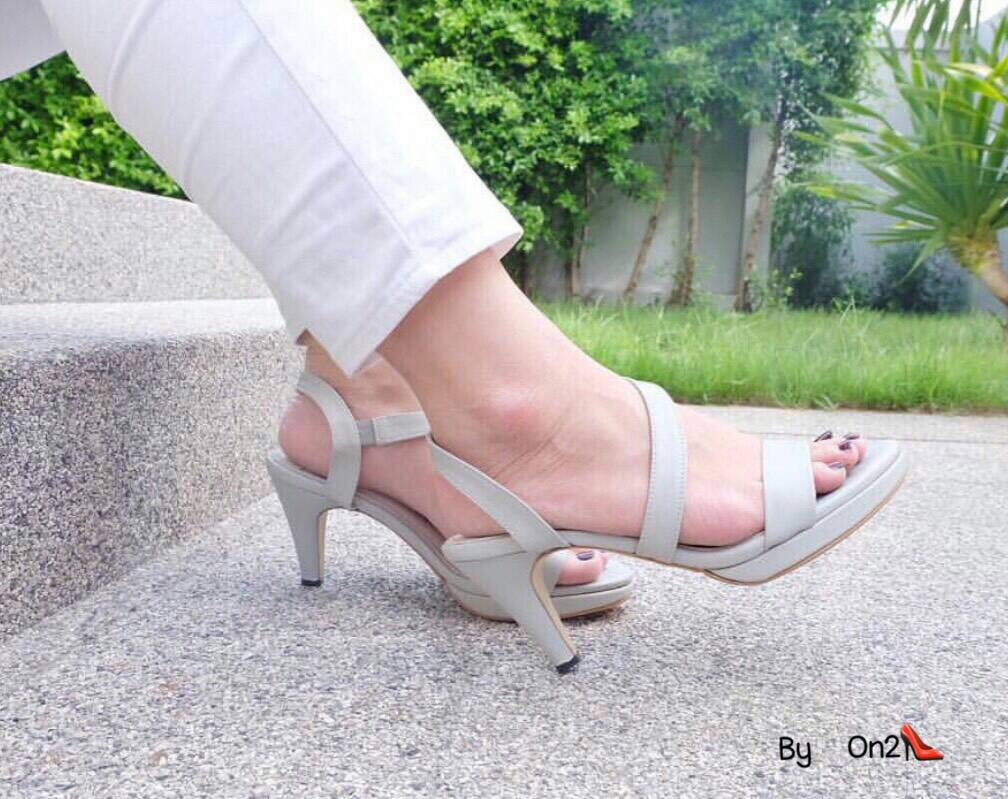 *รองเท้าส้นสูงแบบรัดข้อเท้างานเกร๋ด้วยสายหนังคาดหน้าไขว้วัสดุหนังpu นิ่มพื้นบุนุ่มสวมใส่สบายเท้า*