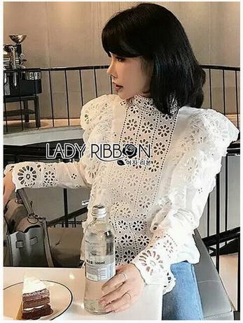 Laser-Cut Cotton Blouse เสื้อผ้าคอตตอนสีขาว