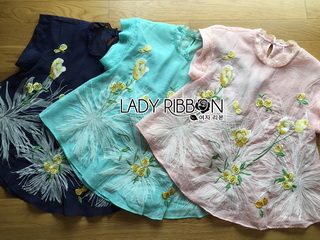Lady Ribbon Online ขายส่งเสื้อผ้าออนไลน์ Lady Ribbon LR02040816 &#x1F380 Lady Ribbon's Made &#x1F380 Lady Grace Pastel Floral Embroidered Blouse