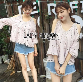 LR17220816 &#x1F380 Lady Ribbon's Made &#x1F380 Lady Karlie Cut-Out Off-Shoulder Embroidered Cotton Blouse เสื้อผ้าคอตตอ