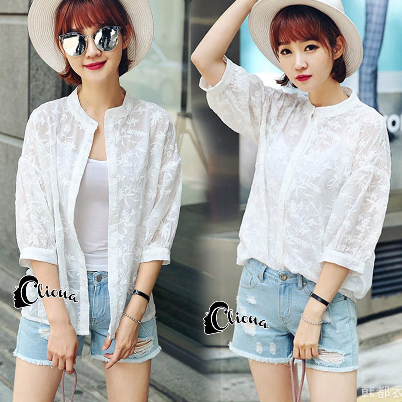 ทรงแขนพอง กระดุมหน้างานผ้าชีฟองปักลายขาว ทั้งตัวใส่กับกางเกงยีนขาสั้นก็น่ารัก เป็นเสื้อคลุมก็เก๋ งานเกรด Premium Quality by Cliona ค่ะ