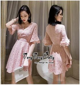 เดรสเกาหลีชุดสีชมพูคอวี