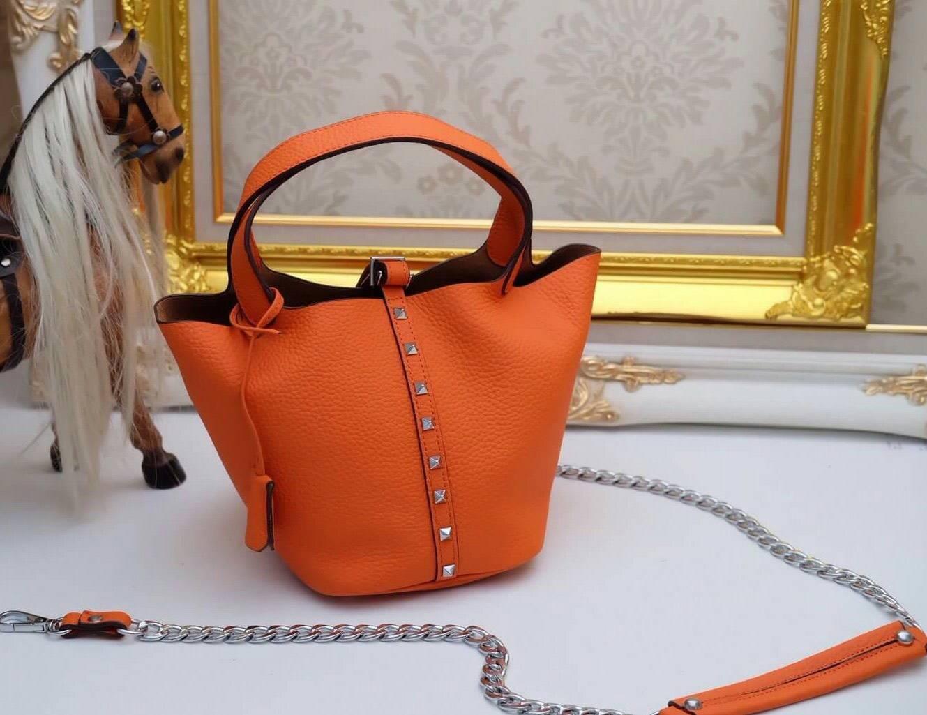 รุ่นใหม่ล่าสุดหมุดด้านข้างsizeเล็ก. ขนาดน่ารักเลย กระเป๋า แบบยี่ห้อ HERMES no logoงาน Hi 1:1 หนังแท้ 100% real leatherที่สุดแห่งกระเป๋า