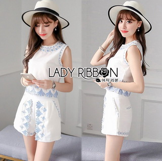 Lady Ribbon Online เสื้อผ้าออนไลน์ขายส่ง Lady Ribbon เสื้อผ้า LR15180816 &#x1F380 Lady Ribbon's Made &#x1F380 Lady Janet Blue and White Embroidered Cropped Top and High-Waist