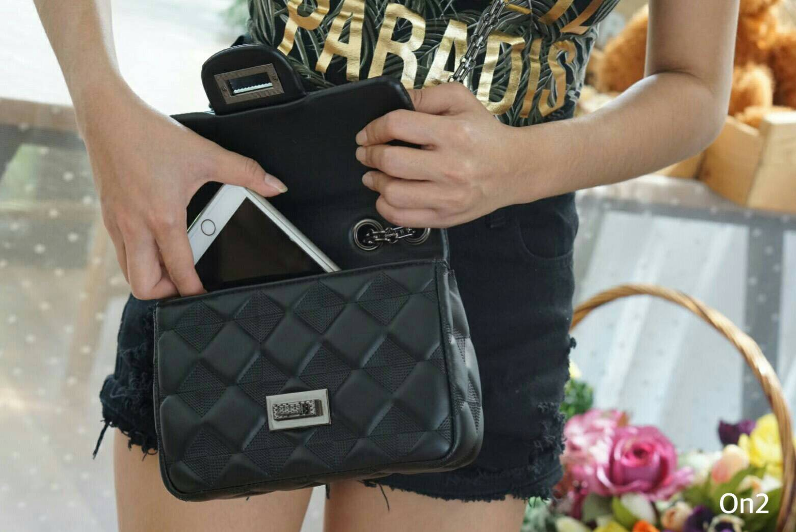 Chanel classic bag ใช้ง่ายดูดี เย็บเป็นข้าวหลามตัดรอบใบ