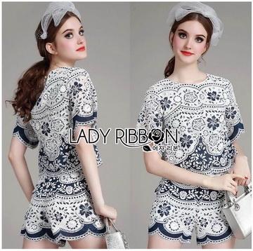 Lady Ribbon ขายส่งเสื้อผ้าออนไลน์พร้อมส่งของแท้ LR18220716 &#x1F380 Lady Ribbon's Made &#x1F380 Lady Olivia Blue and White Flower Laser-Cut Cropped Top and Shorts Set
