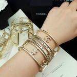 Chanel Bracelet งานซุปเปอร์ไฮเอสวยเหมือนทุกจุด ตัวเรือนหนาแข็งแรง เนี๊ยบทุกจุด สีทองด้านสวยคลาสสิค ตัวเรือนสีทองชุบ 18KGP ไม่ลอกไม่ดำ