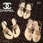 รองเท้าแตะหนีบแบบมีรัดข้อเท้า Chanel ติดอะไหล่ป้ายแบรนด์วัสดุหนังpu สายแบบเกี่ยวปรับสายได้ใส่ง่าย ถอดง่ายงานดีคะ ใส่สวย