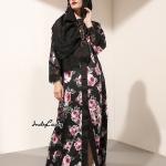 ตัวเดรสพิมพ์ลายดอกกุหลาบ แต่งลูกไม้สีดำ สวยเด่นตัวชุด เนื้อผ้า Polyester+Silk Satin งานสวยมากๆคะงานป้าย D&G ค่ะ