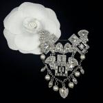 Chanel Brooch งานคลาสสิค เรียบๆ ดูดีๆ กลัดเข้าได้กับทุกชุดเลยคะ รุ่นนี้ไม่มีไม่ได้แว้ว