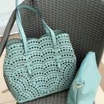 กระเป๋าหนังฉลุลายทรงshopping bag ใบใหญ่สุดคุ้มซื้อ1ได้ถึง2พร้อมใบในแถมสายสะพายยาว พร้อมส่ง 6 สี ดำ แดง ครีม เขียว น้ำเงิน น้ำตาล