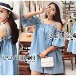 Lady Ribbon ขายส่งเสื้อผ้าออนไลน์พร้อมส่งของแท้ LR01220716 &#x1F380 Lady Ribbon's Made &#x1F380 Lady Victoria Casual Chic Off-Shoulder Soft Denim Dress