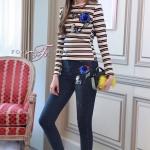 ชุด set 2 ชิ้น เสื้อยืดคอกลม แขนยาวลายขวาง+กางเกงยีนส์ขายาว ตัวเสื้อเปนเสื้อยืดคอกลม แขนยาว เนื้อดีมากค่ะ