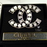 *pearl diamond brooch เข็มกลัดชาแนล*