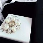 Chanel Brooch เข็มกลัดมุกจาก Chanel งาน เรียบๆ ดูดีๆ กลัดเข้าได้กับทุกชุดเลย