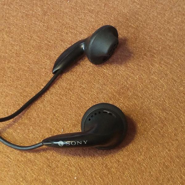 Sony MDR-ED136 พร้อมรีโมท MDR-WME652 ของใหม่